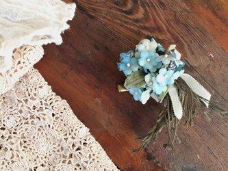 布花コサージュ わすれな草の小さな花束の画像