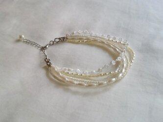 ホワイトの小粒ビーズ 5連ブレスレットの画像