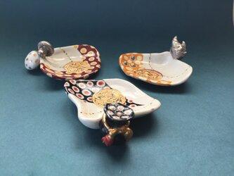 色絵貝形豆皿・(つづみ、鬼、キノコ)の画像