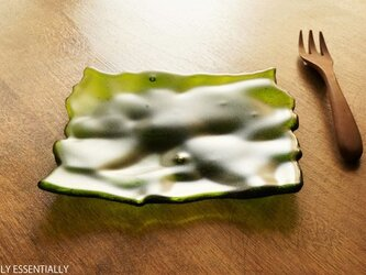 透明ガラスのトレイ - 「みどりのガラス」● 13cm・緑・艶消しの画像