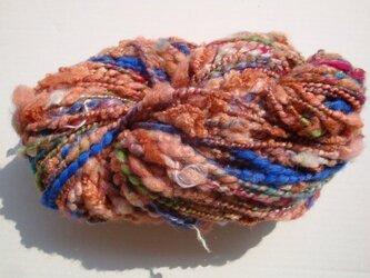茶ベース時々派手な色糸の画像
