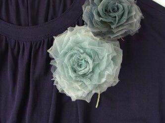 水色グレーの巻き薔薇 * シルクオーガンジー製 *コサージュの画像