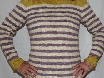 色変わりのボーダーのセーターの画像