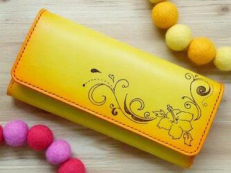 【名入れ無料】オトナ☆かわいい 長財布 本革 イエロー オレンジ グラデーション ハイビスカスの画像
