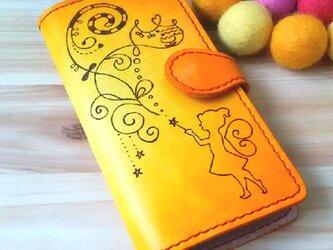 【名入れ無料】iPhone [6/6S/7] 本革 手帳型ケース イエロー オレンジ ティンカーベルの画像