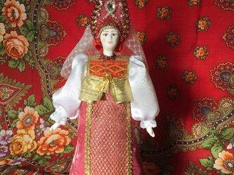 民族衣装を着た女の子のロシア人形1の画像