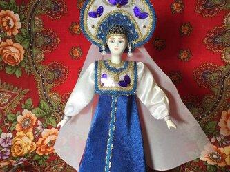 民族衣装を着た女の子のロシア人形4の画像