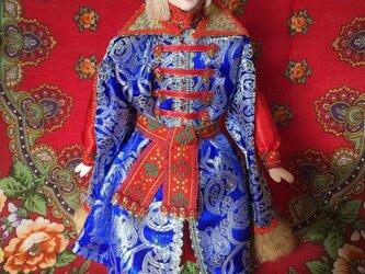 民族衣装を着た男の子のロシア人形1の画像