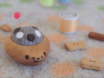 ハリネズミの羊毛ピンクッション【針山】ナチュラル水玉 ミディアムグレーの画像