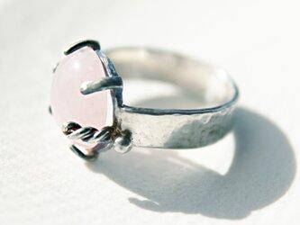 天然石ローズクォーツの銀製リング 粒金細工 縒り線細工の画像