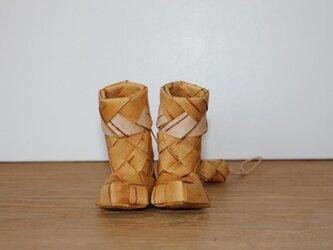 白樺の小さな民族調ブーツの画像