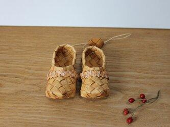 白樺の小さな靴の画像