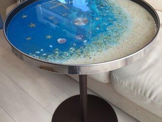 ブルームーンビーチ シェルや珊瑚の海  ガラス丸テーブルの画像