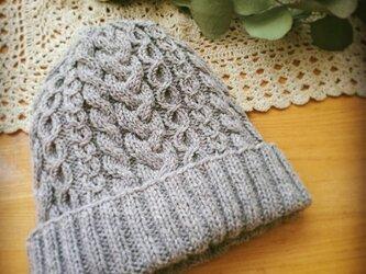 フェルトタッチのケーブル編みニット帽【セサミ】の画像