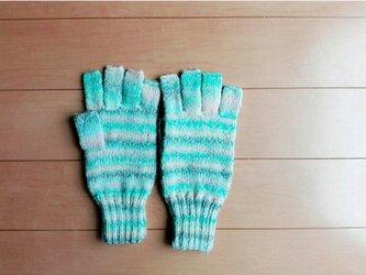 指先ほんのちょっと出の手袋(ウールモヘア)の画像