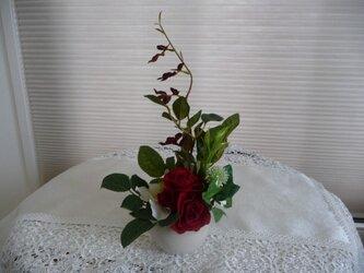 完売 白バラ赤バラのアレンジの画像