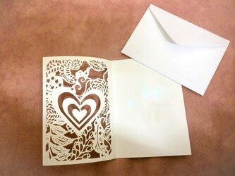 ハートの切り絵グリーティングカード/Atelier TanTanの画像