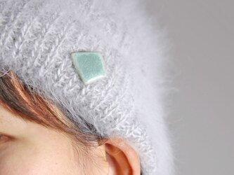 crystal green ブローチ b0008の画像