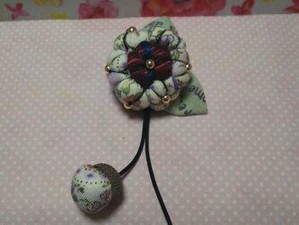 パープル*どんぐり帽子の花のブローチの画像