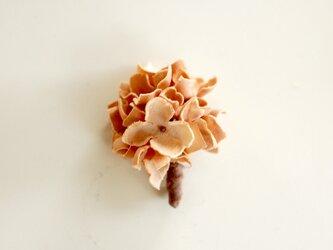 ハンドメイドフラワーのコサージュ(あじさい・beige-S)の画像