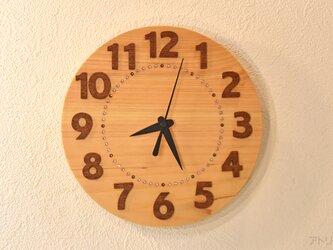 大きな数字で見やすい檜の掛け時計【クオーツ時計】の画像