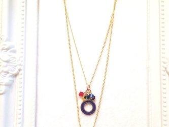 イニシャル「O/青」ネックレス (シリーズ【紫・黄・青・赤・緑】 5色カラー)の画像