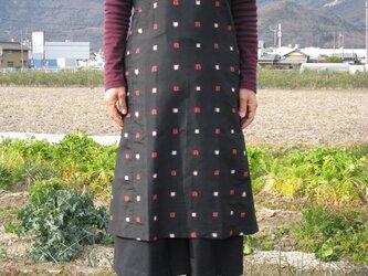 着物リメイク:銘仙のエプロンワンピース四角模様の画像
