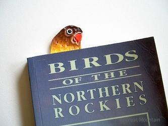 インコグッズ ボタンインコ インコ しおり 鳥 レザー ブックマーカーの画像