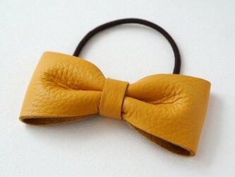 上品なレザーのリボンポニー ヘアゴム マスタードイエロー 黄色の画像