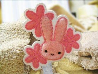 ★ピンクのお花とふさふさうさぎ★ワッペン★の画像