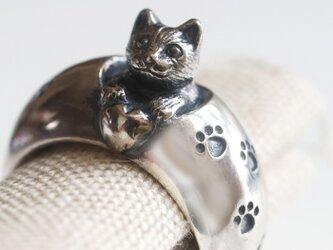 猫からの贈りものリングの画像