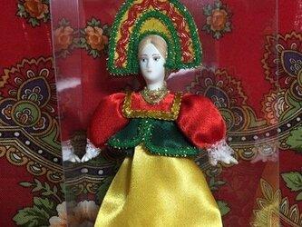 民族衣装を着た女の子のロシア人形(小)1の画像