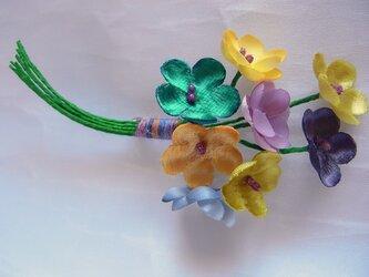 春色の梅小花コサージュ(黄×紫×青系)の画像