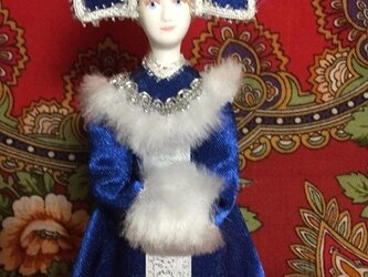民族衣装を着た女の子のロシア人形(小)6の画像