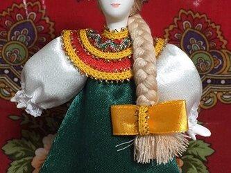 民族衣装を着た女の子のロシア人形(小)13の画像