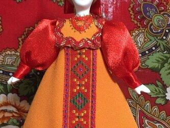 民族衣装を着た女の子のロシア人形(小)15の画像