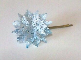 雪の花の髪飾りの画像