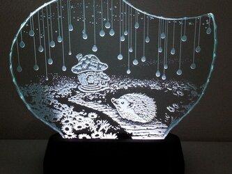 ハリネズミ・きのこのお家 ガラスエッチングパネル Mサイズ・LEDスタンドセットの画像