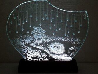 ハリネズミ・きのこのお家 ガラスエッチングパネル Lサイズ・LEDスタンドセットの画像