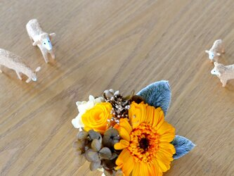 【イエローゴールド】 プリザーブドフラワー コサージュ ガーベラ 結婚式 発表会 卒業式 入学式 ヘッドドレス 米寿 七五三の画像