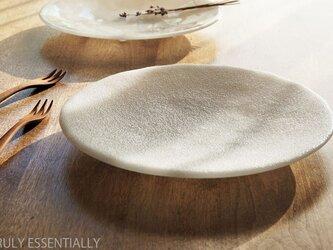 純白ガラスの大皿 -「 KAZEの肌 」● 26cm・絹目調の画像