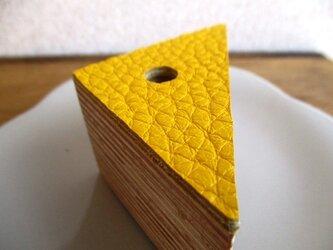 【新作】チーズのかけら、のような自然素材のペン立て(イエロー)の画像