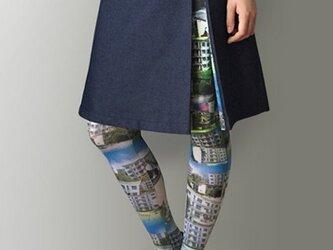 デニムと昭和の団地風柄のボックスプリーツスカートの画像