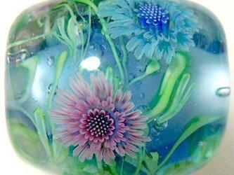 とんぼ玉 ピンクとブルーの矢車菊のとんぼ玉の画像