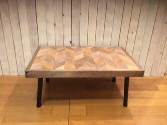 スクラップウッドのヘリンボーンローテーブル(折りたたみテーブル)の画像