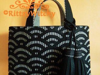 【受注生産】刺し子風トートバッグ(青海波デラックス模様・黒・デラックスタッセル)の画像