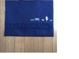 上品な手刺繍がお勧め★紺色レッスンバッグ*通園通学の画像