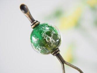 しゅわしゅわとんぼ玉のかんざし 緑×深緑  耳かき二本足の画像