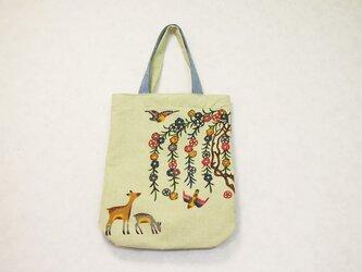 若草色の紅型手さげバッグ/枝垂れ桜と親子鹿 【送料無料】の画像