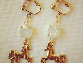 horse earringの画像